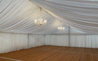 pronájem Štefek, pártystan svatební, baldachýny, textilní výzdoby, dřevěná podlaha, LED osvětlení, křišťálový lustr (1)