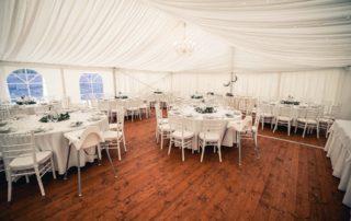 svatební stan s podlahou, světýlky, křišťálovými lustry, nábytkem, pronájem Štefek (1)
