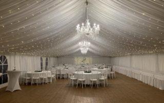 svatební stan s podlahou, světýlky, křišťálovými lustry, nábytkem, pronájem Štefek (4)