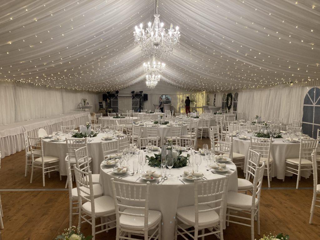 svatební stan s podlahou, světýlky, křišťálovými lustry, nábytkem, pronájem Štefek (5)